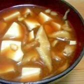 しいたけと絹豆腐の味噌汁