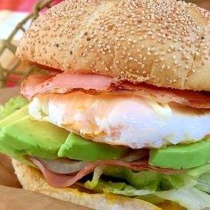 ハム☆アボカドでハンバーガー