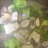 めかじきとあさりとブロッコリーの炒め物