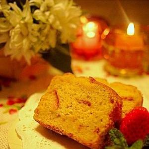 春を満喫!イチゴどっさりのパウンドケーキ