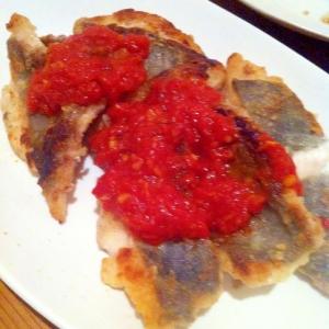 的鯛の揚げ焼き トマトソースで