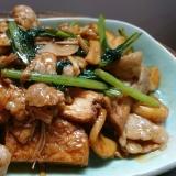 肉、野菜、豆腐、キノコが入ったオイスターソース炒め