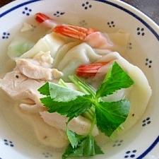 コラーゲンたっぷり!エビと塩鶏のスープ餃子