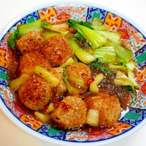 春雨が旨味を吸って美味!肉団子と青梗菜のスープ煮
