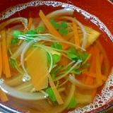 人参と玉ねぎとかいわれの和風スープ