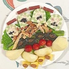テリーヌといちご、ラ・フランス、パインのサラダ
