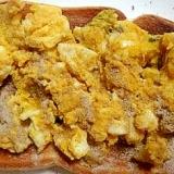 卵とカボチャのコーンポタージュ和えトースト