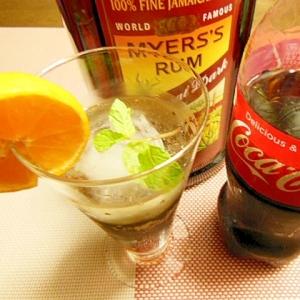 【コカ・コーラ】とみかんとラムの柑橘風味カクテル♪