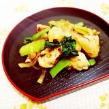 塩レモン添え♪小松菜と大根の鶏皮炒め