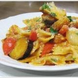 野菜とパンチェッタのトマトソースのファルファッレ