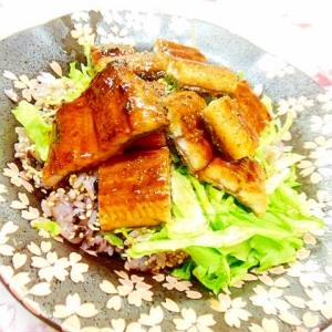 雑穀黒米ご飯de❤レタスと寿司酢のウナギどんぶり❤