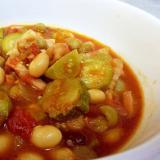 豆とベーコンの青トマト煮込み