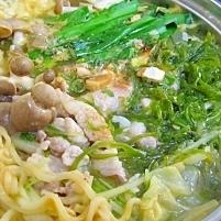 『辛ラーメン』で✪野菜たっぷり韓国風鍋