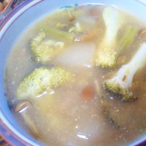 ブロッコリーなめこ梨いんげん味噌汁