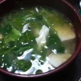 豆腐とほうれん草とキャベツの味噌汁