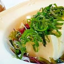 海草冷奴サラダの梅しょうがソース