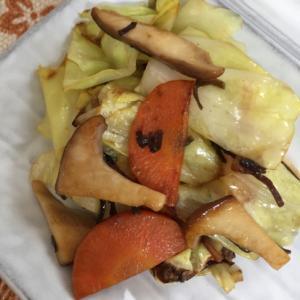 キャベツと塩昆布の炒め物