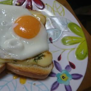 マヨ目玉焼きパン