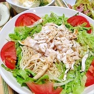 サラダ野菜とチキンブレストのヘルシーざるラーメン