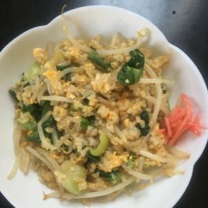 チンゲン菜ともやしの卵玄米チャーハン
