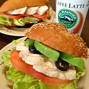 蒸し鶏&野菜サンドです☆旨旨わさびマヨ醤油ソース♪