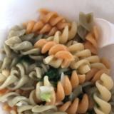 【離乳食完了期】そぼろチンゲン菜入りマカロニ