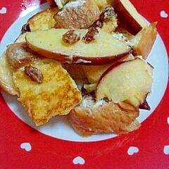 焼きりんごとフレンチトーストでパンプディング風