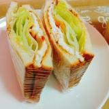 目玉焼きとしゃきしゃきレタスのサンドイッチ