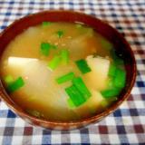 新玉ねぎと豆腐の味噌汁