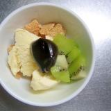 キウイ&玄米フレークのチョコクリーム乗せアイス