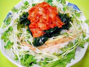 キムチと大根わかめの和風サラダ
