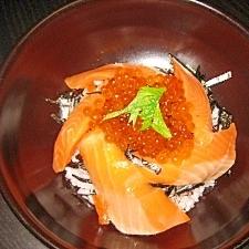 サーモンとイクラの海鮮親子丼