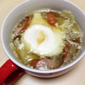 丸ごと卵とキャベツとウインナーのコンソメスープ