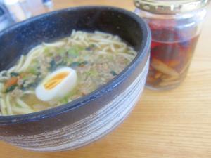 ターツアイと豚挽肉ゆで卵沖縄蕎麦