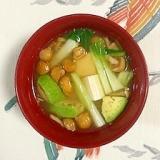 チンゲン菜、木綿豆腐、なめこ、アボガドのお味噌汁