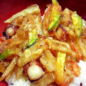 タコを入れた野菜かき揚げ丼