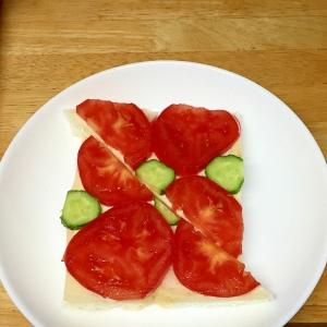 トマトときゅうりのオープンサンド♪