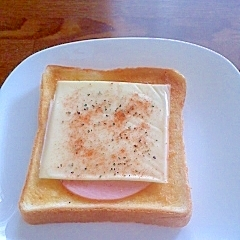 ピリッX3の 朝食トースト ハムチーズ