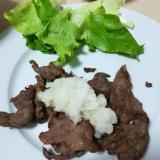 甘辛牛焼き肉を大根おろしで食べる