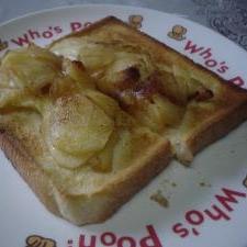りんごのバター炒め、蜂蜜かけて 美味しいトースト