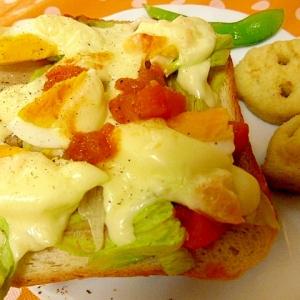 卵サラダのチーズトースト