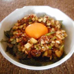 醤油麹おかかキュウリの卵かけご飯