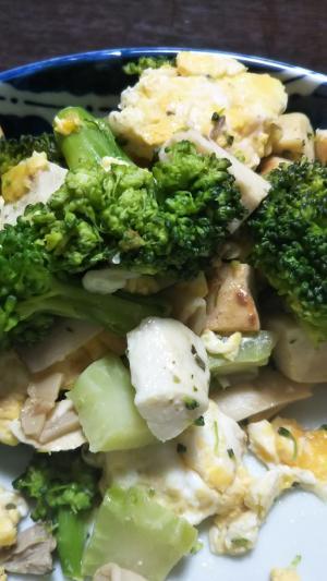 ハーブチキンとブロッコリーの炒め物