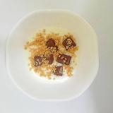 チョコとキャラメルクランチのヨーグルト
