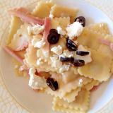 ハムチーズオリーブと食べるラビオリ
