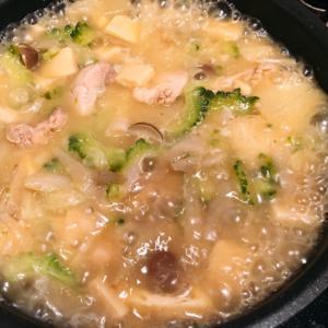 ゴーヤと鶏もも肉の野菜たっぷり味噌煮込み汁