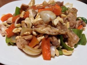 中華の定番♫鳥肉とイカのカシューナッツ炒め!
