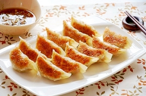 ねぎ胡椒だれの焼き餃子