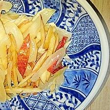 新玉ねぎとりんごの皮のマヨポンサラダ