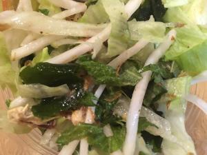 わかめとレタスと大根と青じそのサラダ